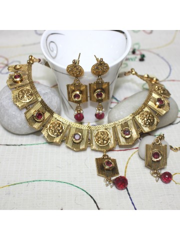 https://static9.cilory.com/30687-thickbox_default/elegant-polki-work-necklace-set-carved-with-stone-and-beads.jpg