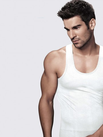 https://static7.cilory.com/36725-thickbox_default/rupa-air-white-men-s-vest.jpg